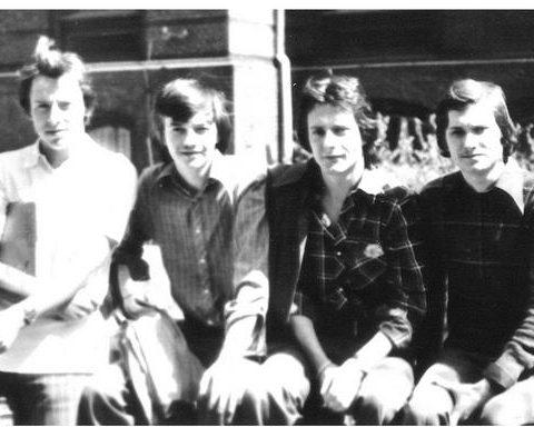 Rok 1976 przed szkołą, od lewej Andrzej Grządzielski, Jurek Zilm, Zbyszek Wiland i Ja